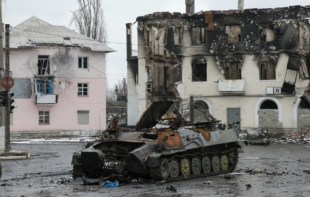 An armoured vehicle and a building, destroyed during battles between the armed forces of the separatist self-proclaimed Donetsk People's Republic and the Ukrainian armed forces, are seen in Vuhlehirsk, Donetsk region, February 4, 2015. (Photo by Maxim Shemetov/Reuters)