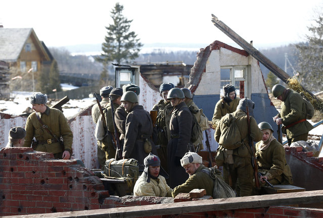 """Military enthusiasts take part in a re-enactment of the World War II battle of Stalingrad at the """"Stalin Line"""" memorial, near the village of Goroshki, Belarus, February 27, 2016. (Photo by Vasily Fedosenko/Reuters)"""