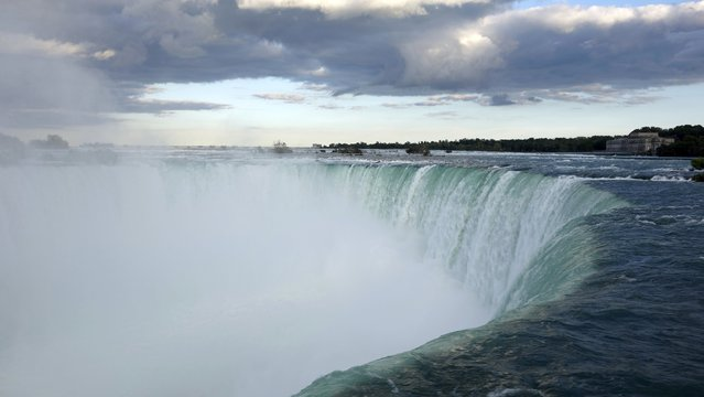 A general view taken from the Canadian side shows the Horseshoe Falls in Niagara from the Canadian side in Niagara Falls, Ontario, August 21, 2015. Picture taken August 21, 2015. (Photo by Charles Platiau/Reuters)