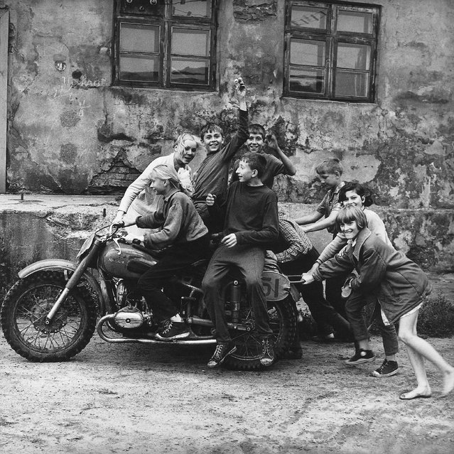 When he started using a camera there were very few documentary photographers working outside the government. Sutkus instead looked to writers and film-makers, and says he drew inspiration from the works of Franz Kafka, Jean-Paul Sartre, Ernest Hemingway and Vladimir Nabokov. Here: The first Lithuanian bikers, 1974. (Photo by Antanas Sutkus)