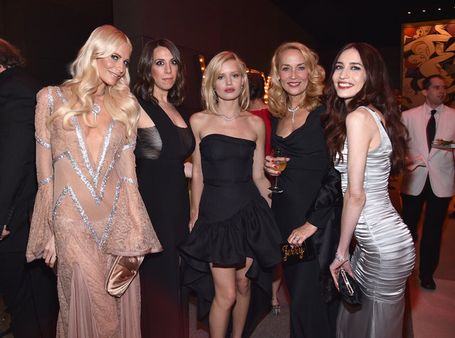 Models Poppy Delevingne (left), Georgia May Jagger (centre), with Jerry Hall and Elizabeth Jagger (right) at the 2017 Vanity Fair Oscar Party hosted by Graydon Carter at Wallis Annenberg Center for the Performing Arts on February 26, 2017 in Beverly Hills, California. (Photo by Kevin Mazur/VF17/WireImage)