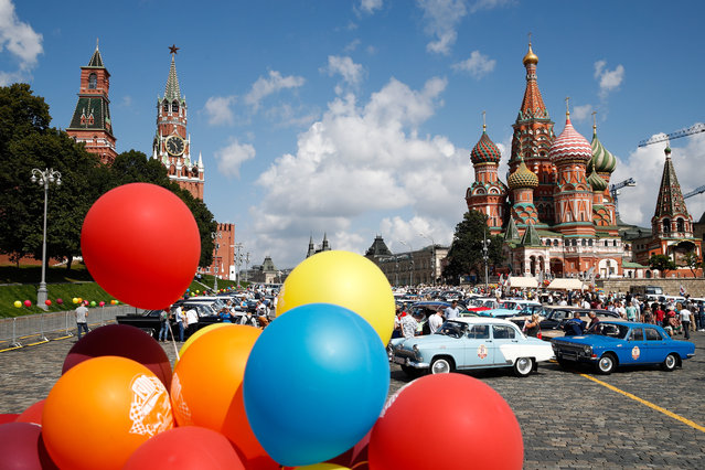Festive atmosphere with classic cars and balloons during the 2019 GUM Motor Rally featuring classic cars in Moscow, Russia on July 28, 2019. (Photo by Artyom Geodakyan/TASS via Getty Images)
