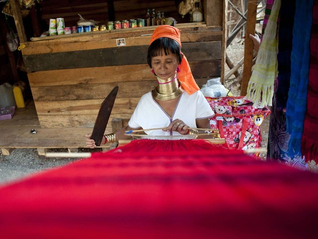A Kayan woman weaves in Panpet village, Demoso township in Kayah state. (Photo by Ye Aung Thu/AFP Photo)