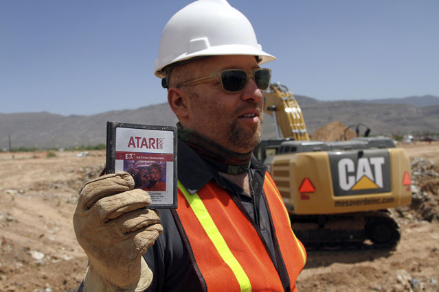 Film Director Zak Penn shows a box of a decades-old Atari 'E.T. the Extra-Terrestrial' game found in a dumpsite in Alamogordo, N.M., Saturday, April 26, 2014. Producers of a documentary dug in a southeastern New Mexico landfill in search of millions of cartridges of the game that has been called the worst game in the history of video gaming and were buried there in 1983. (Photo by Juan Carlos Llorca/AP Photo)