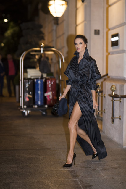 Alessandra Ambrosio seen in the streets of Paris during the Paris Fashion Week on September 30, 2017 in Paris, France. (Photo by Timur Emek/GC Images )