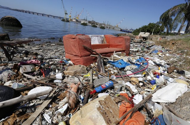 Trash on the shore of the Guanabara Bay prior to the Rio 2016 Olympic Games in Rio de Janeiro, Brazil, 01 August 2016. The Rio 2016 Olympics will take place from 05 August until 21 August 2016 in Rio de Janeiro. (Photo by Barbara Walton/EPA)