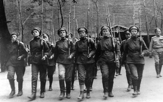 Women soldiers fighting in the Russian Revolution of 1917. (Photo by Keystone-France/Gamma-Keystone via Getty Images)