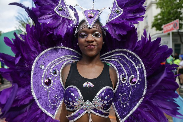 Performers in costume parade on the first day of the Notting Hill Carnival in west London on August 28, 2016. Nearly one million people are expected by the organizers Sunday and Monday in the streets of west London's Notting Hill to celebrate Caribbean culture at a carnival considered the largest street demonstration in Europe. (Photo by Daniel Leal-Olivas/AFP Photo)
