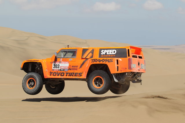 Robby Gordon and co-pilot Kellon Walch of team Hummer compete during the stage from Pisco to Pisco on day two of the 2013 Dakar Rally on January 6, 2013 in Pisco, Peru. (Photo by Shaun Botterill)
