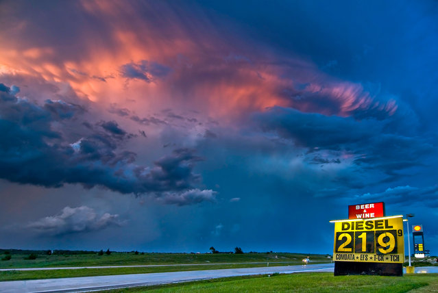 Awesome supercell scenery in Decatur, Texas. (Photo by Dennis Oswald/Caters News)