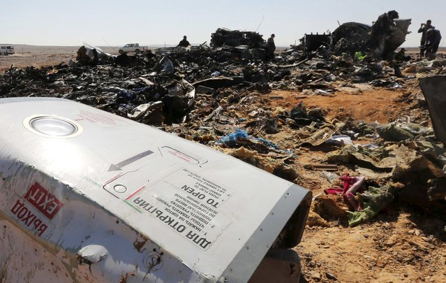 The remains of a Russian airliner are inspected by military investigators at the crashsite at the al-Hasanah area in El Arish city, north Egypt, November 1, 2015. (Photo by Mohamed Abd El Ghany/Reuters)