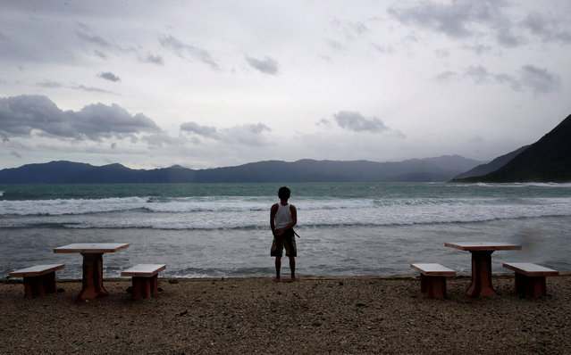 A resort worker looks out at a beach at an empty resort as Typhoon Haima strikes Pagudpud, Ilocos Norte in northern Philippines, October 20, 2016. (Photo by Erik De Castro/Reuters)