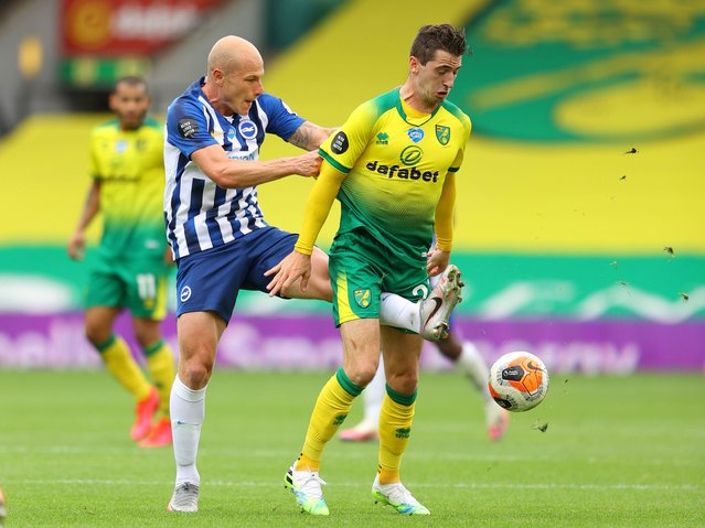 Brighton & Hove Albion's Aaron Mooy in action with Norwich City's Kenny McLean in Norwich, Britain on July 4, 2020. (Photo by Richard Heathcote/Reuters)