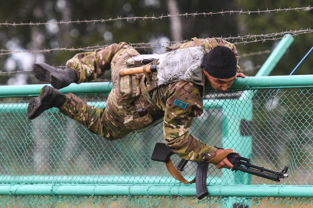 A serviceman of the Armed Forces of the Republic of Kazakhstan during the Scout Trail obstacle course, a stage of the Army Scout Masters competition among reconnaissance units, as part of the 2018 International Army Games at the Koltsovo range in Novosibirsk region, Russia on August 1, 2018. (Photo by Kirill Kukhmar/TASS via Getty Images)