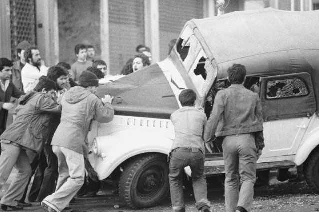 Anti-Shah rioters smash and overturn a Russian-built jeep in the fifth straight day of violence in Tehran, December 28, 1978. Thousands of troops are now on duty in the city center, and clashes continue to draw gunfire – still mainly over the heads of demonstrators. (Photo by AP Photo)