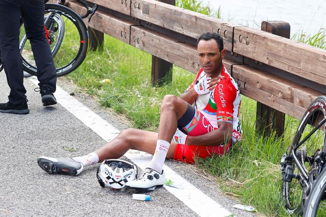Team Cofidis rider Eritrea's Natnael Berhane sits on the side of the road after a fall during the 15th stage of the Giro d'Italia 2021 cycling race, a 147km race between Grado and Gorizia on May 23, 2021. (Photo by Luca Bettini/AFP Photo)