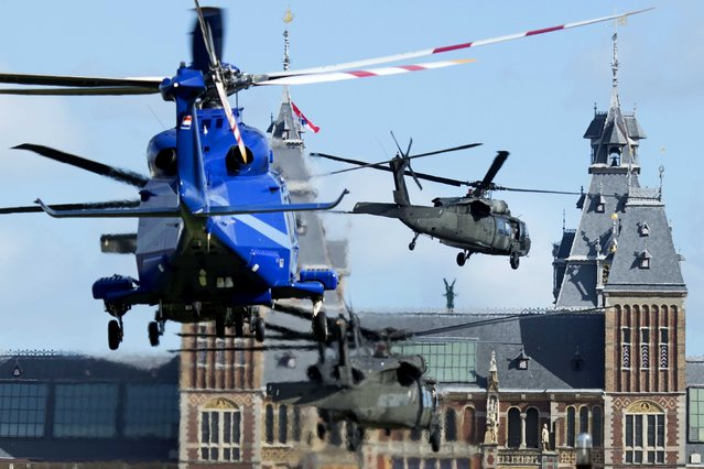 """A US helicopter squadron carrying US President Barack Obama advances to land on the """"Museumplein"""" (Museumsquare) in front of the Rijksmuseum in Amsterdam, The Netherlands, March 24, 2014. Obama pays a visit to the museum before leaving to The Hague to attend the two-days Nuclear Security Summit (NSS). (Photo by Olaf Kraak/EPA)"""