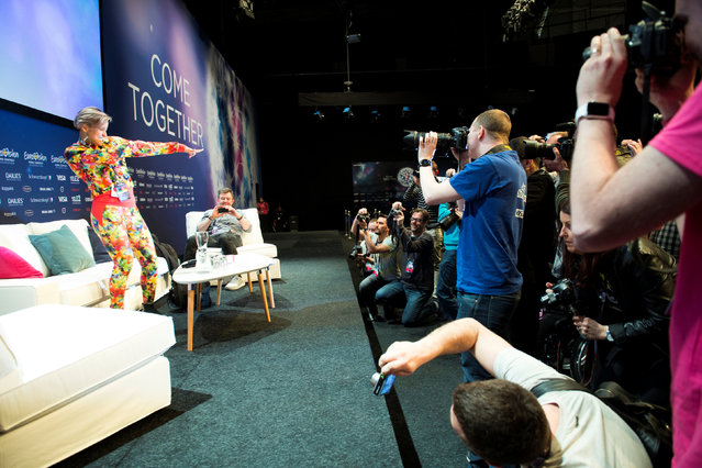 Journalists and fans meet Sandhja (L) of Finland (Sing it away) in the press room at the Globe Arena ahead of the Eurovision Song Contest 2016 in Stockholm, Sweden, May 2, 2016. (Photo by Henrik Montgomery/Reuters/TT News Agency)