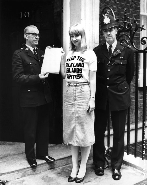 Miss Sukey Cameron hands in a petition at Number 10 Downing Street, signed by 1,100 inhabitants of the Falkland Islands, urging the Prime Minister to reconsider the terms of the Nationality Bill and give full British citizenship to 300 islanders whose grandparents were not born in Great Britain, 25th September 1981