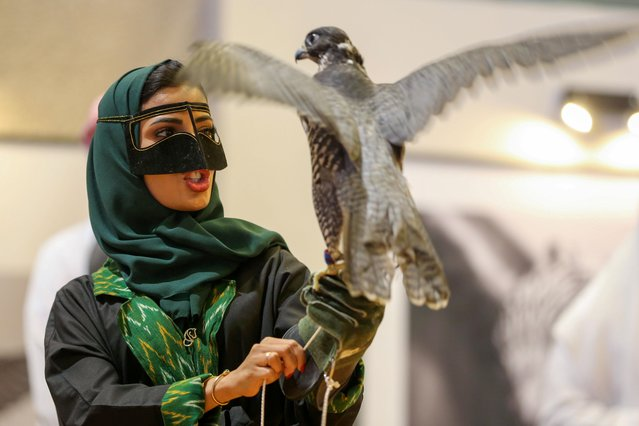 A Saudi woman holds a falcon as she participate for the first time in the 2nd Saudi Falcons and Hunting Exhibition in Riyadh, Saudi Arabia on October 16, 2019. (Photo by Ahmed Yosri/Reuters)
