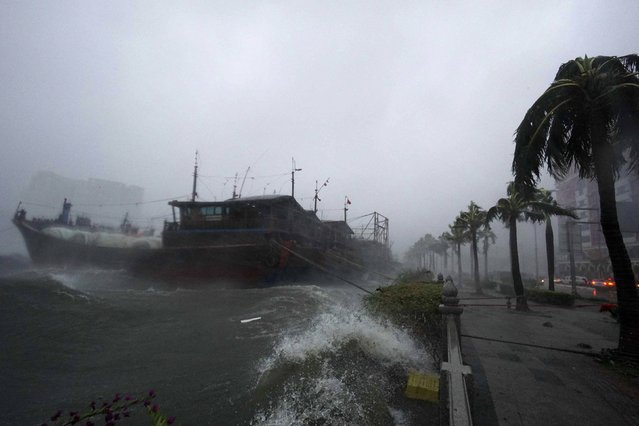 Waves surge under the influence of Typhoon Rammasun near a seaside street in Haikou,  Hainan province July 18, 2014. The super typhoon slammed into China on Friday killing one person, as the government ordered an all-out effort to prevent loss of life from a storm that has already killed at least 64 people in the Philippines. Rammasun made landfall at Wenchang city on south China's island province of Hainan on Friday afternoon. (Photo by Reuters/Stringer)