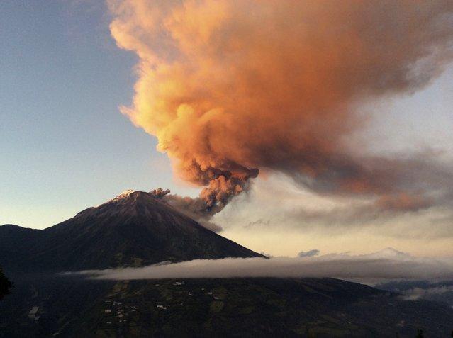 Tungurahua volcano erupts near Banos August 31, 2014. (Photo by Carlos Campania/Reuters)