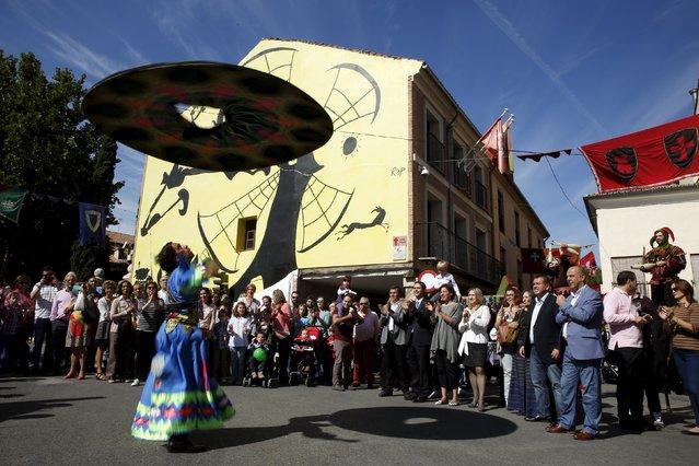 A Sufi dancer performs during the annual Cervantes market (Mercado Cervantino) in the hometown of famous Spanish writer Miguel de Cervantes, Alcala de Henares, Spain, October 9, 2015. (Photo by Susana Vera/Reuters)