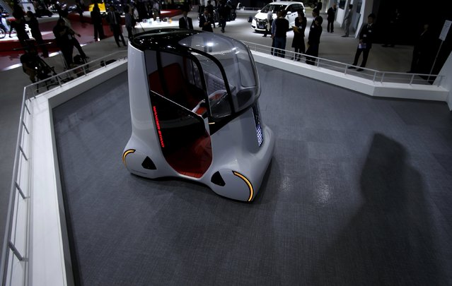 "Honda Motor Co's personal mobility concept self-driving car ""Wander Stand"" is seen at the 44th Tokyo Motor Show in Tokyo, Japan, October 28, 2015. (Photo by Yuya Shino/Reuters)"