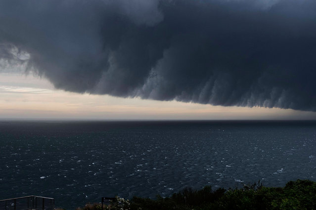 Storm front sweeping up the NSW coast on January 9, 2018 in Sydney, Australia. Heavy wind, rain and severe hailstorms are expected throughout eastern New South Wales. (Photo by Michele Mossop/Getty Images)