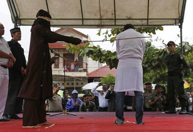 An Acehnese man is being whipped in front of the public at Baiturrahman Grand Mosque, Banda Aceh, Indonesia, 17 October 2016. (Photo by Hotli Simanjuntak/EPA)