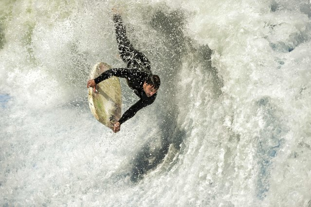 A flowrider competes on an artificial wave, during the Flow Tour 2016 in Santiago on October 22, 2016. (Photo by Martin Bernetti/AFP Photo)