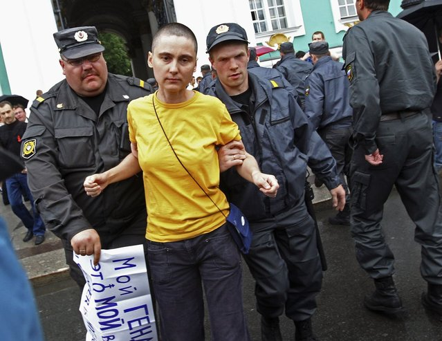 """Police detain a gay rights activist during a protest in St. Petersburg June 26, 2010. Along with a planned new law banning the spread of gay """"propaganda"""" among minors, President Vladimir Putin has also overseen a religious revival that aims to give the Orthodox Church, whose leader has suggested that homosexuality is one of the main threats to Russia, a more public role as a moral authority. The number of documented cases of violence against gays in Russia is low. But there are no official figures on anti-gay crime in Russia, and gay rights campaigners say the numbers available mask the true number of attacks on gays, lesbians, bisexual and transgender people. Most go unreported, or are not classified as such by the police. The poster reads: """"My gender is my choice"""". (Photo by Alexander Demianchuk/Reuters)"""