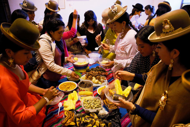 Cholita (Andean woman) models eat after a session at the Rosario Aguilar fashion model school in La Paz, Bolivia, February 23, 2019. (Photo by David Mercado/Reuters)