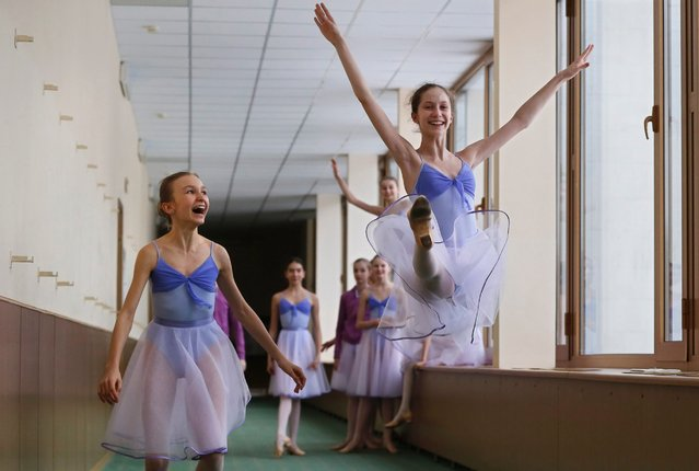 Students dance in the hallway during a break at Moscow State Academy of Choreography in Moscow, Russia 03 March 2016. (Photo by Yuri Kochetkov/EPA)