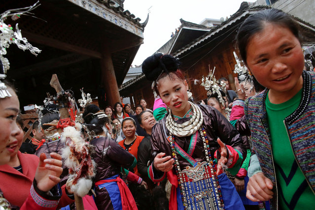 "An ethnic ""Kam"" (also known as Dong) bride has her face covered in chicken blood during a traditional wedding ritual in a minority Dong village in southwestern Chinese city of Congjiang, Guizhou province, China January 29, 2017. (Photo by Tyrone Siu/Reuters)"