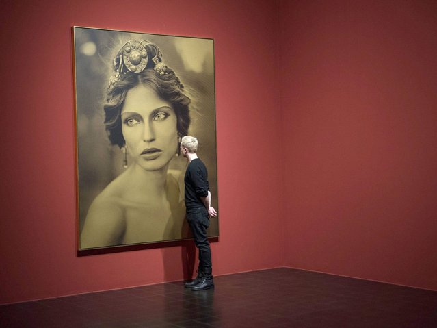 """A visitor looks at a photo from Karl Lagerfeld's series """"Moderne Mythologie 2013"""" in the exhibition """"Feuerbach's Muses – Lagerfeld's Models"""" in the Kunsthalle in Hamburg, Germany. (Photo by Maja Hitij/EPA)"""