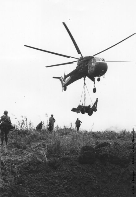 Air Cavalry being moved from Command Post Stud to Khe Sanh landing zone using a Sikorsky S-64 Skycrane