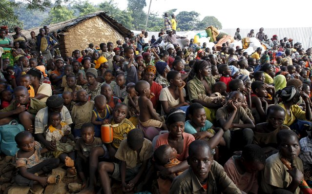 Burundian refugees gather on the shores of Lake Tanganyika in Kagunga village in Kigoma region in western Tanzania, as they wait for MV Liemba to transport them to Kigoma township, May 17, 2015. (Photo by Thomas Mukoya/Reuters)