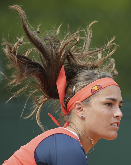 Puerto Rico's Monica Puig serves in the first round match of the French Open tennis tournament against Germany's Sabine Lisicki at the Roland Garros stadium, in Paris, France, Monday, May 25, 2015. (Photo by David Vincent/AP Photo)