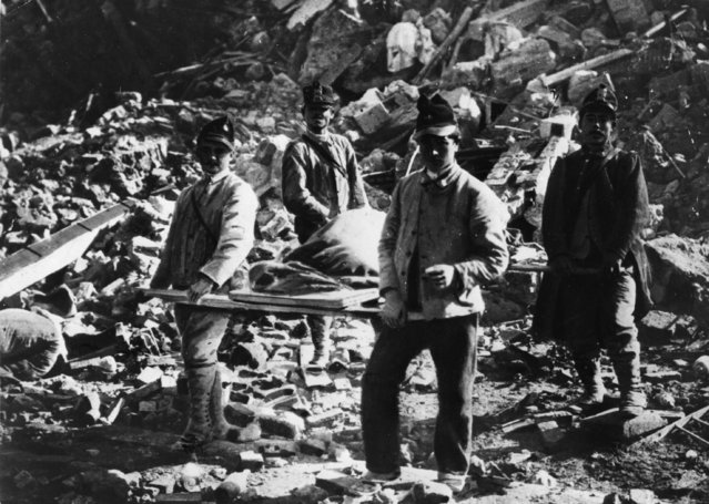 Italian soldiers recovering the dead after the earthquake at Messina, in which 77,000 people lost their lives, 28th December 1908. (Photo by Hulton Archive/Getty Images)