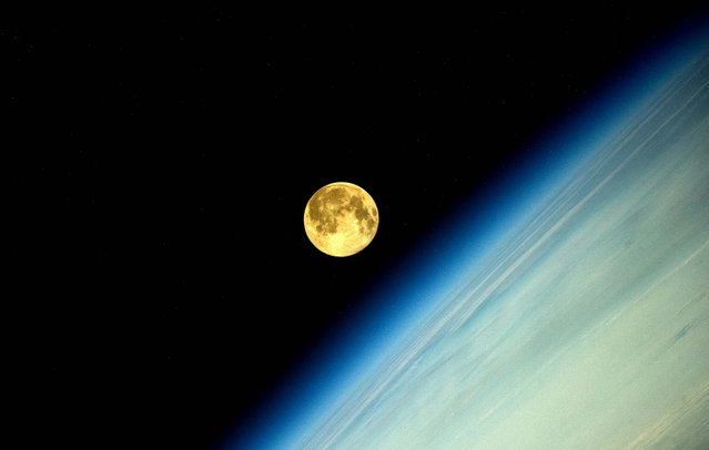 Russian cosmonaut Oleg Artemyev, orbiting the Earth on the International Space Station, posted stunning pictures of the Supermoon on Twitter and the web. (Photo by Artemjew.ru)
