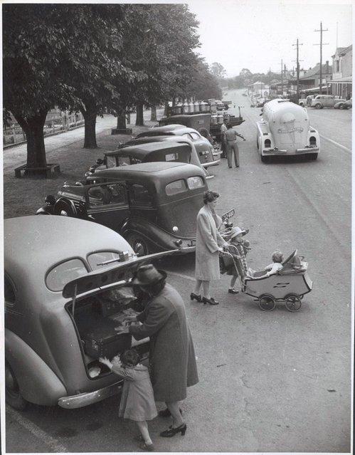 Main Street, Drouin, Victoria, ca. 1944