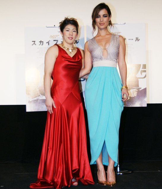"Olympic wrestling champion Saori Yoshida, left, poses with Bond girl Berenice Marlohe at an event to promote the new 007 film ""Skyfall"" in Tokyo on Monday. ""Skyfall"" opens in Japan on December 1, 2012. (Photo by Image.net)"