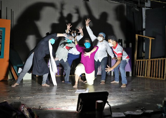 """Actors wearing protective masks perform as they rehearse for """"This Valley of Death is Not My Country"""" play at the Bidhan Auditorium, after authorities eased lockdown restrictions that were imposed to slow the spread of the coronavirus disease (COVID-19), in Kolkata, India, July 19, 2020. (Photo by Rupak De Chowdhuri/Reuters)"""