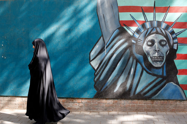 An Iranian woman walks next to an anti-US moral on her way to former US embassy, in Tehran, Iran, September 2, 2015. (Photo by Abedin Taherkenareh/EPA)