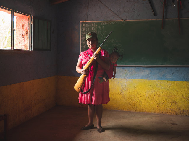Forgotten Guerrero. A female member of the community defence force holds her weapon. Since early 2019, the village has been attacked repeatedly by Los Ardillos cartel, prompting residents to take action. Rincón de Chautla, Guerrero, 10 June 2019. (Photo by Alfredo Bosco/Luz with the support of Le Figaro Magazine, Winner of the 2020 Humanitarian Visa d'or award, International Committee of the Red Cross/International Festival of Photojournalism 2020)