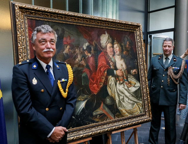 Security guards are seen during a ceremony to mark the return of paintings that were stolen from the Netherlands' Westfries Museum in 2005 and discovered in Ukraine earlier in 2016, in Kiev, Ukraine, September 16, 2016. (Photo by Gleb Garanich/Reuters)