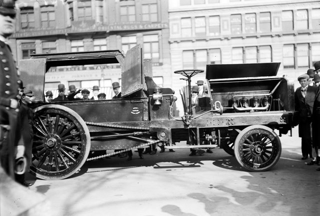 Photo shows street cleaning vehicle in New York City, made by Magnus Butler. New York, between ca. 1910 and ca. 1915. (Photo by George Grantham Bain)