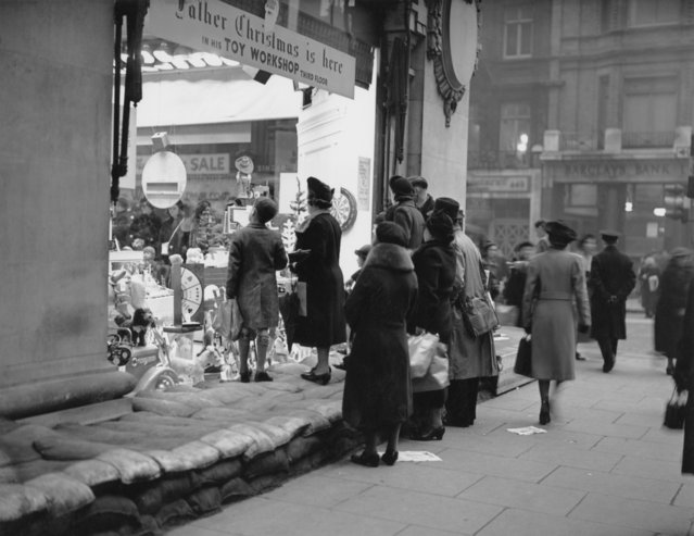 Sandbags protect a shop window at Selfridges in London, during the first Christmas of World War II, 16th December 1939. (Photo by Hudson/Topical Press Agency/Hulton Archive/Getty Images)