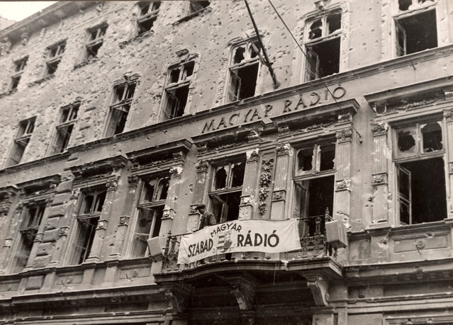 A general view shows the building of the national radio station covered in bullet holes in central Budapest at the time of the uprising against the Soviet-supported Hungarian communist regime in 1956. The picture was taken in the period between October 23 and November 4, 1956. (Photo by Laszlo Almasi/Reuters)